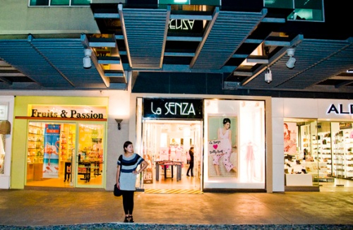 Designer-novelty-shops-along-Bonifacio-High-Street